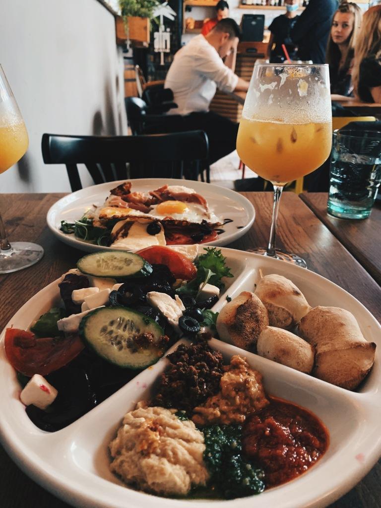 Śniadanie greckie w Bredni
